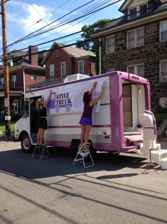 Style Truck Setting Up